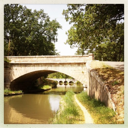 sous l'arche du pont, Pont-canal de l'Argent-Double et épanchoir à arches