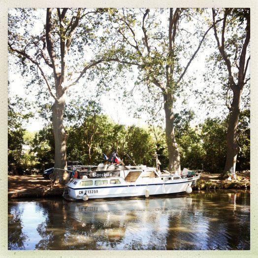 chemin halage vers villeneuve bacchus bateau