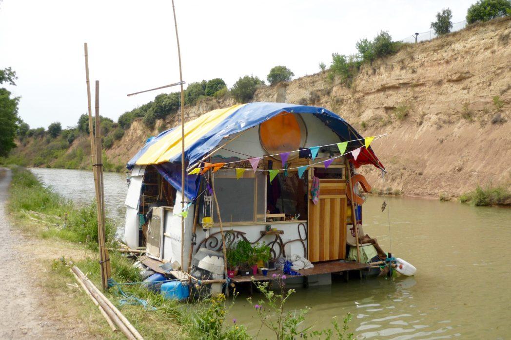 maison flottante sur le canal du midi vers Marseillette