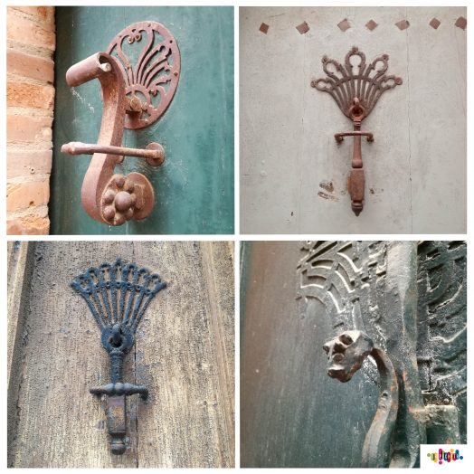 mosaïque de heurtoirs de porte dans les rues de Montauban