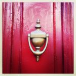 Heurtoir sur une porte toulousaine