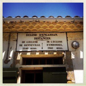 écluses d'Encassan génoise à trois rangs visible sous le toit