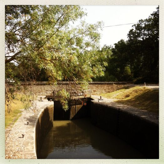 bassin et pont écluse fonfile canal du midi