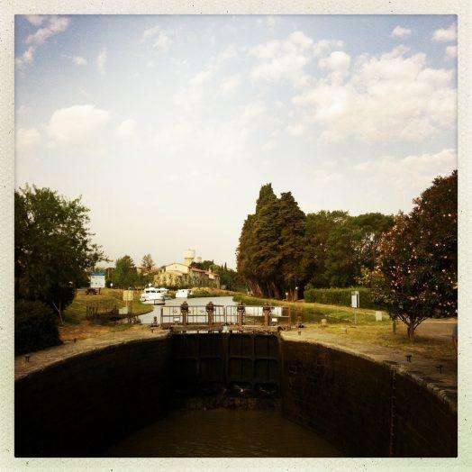 canal du midi écluse de marseillette bassin