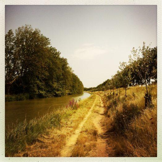 chemin de halage après l'écluse de puichéric canal du midi