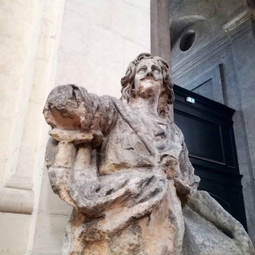 Statue des évangélistes de la façade de la cathédrale Notre-Dame-de-l'Assomption de Montauban